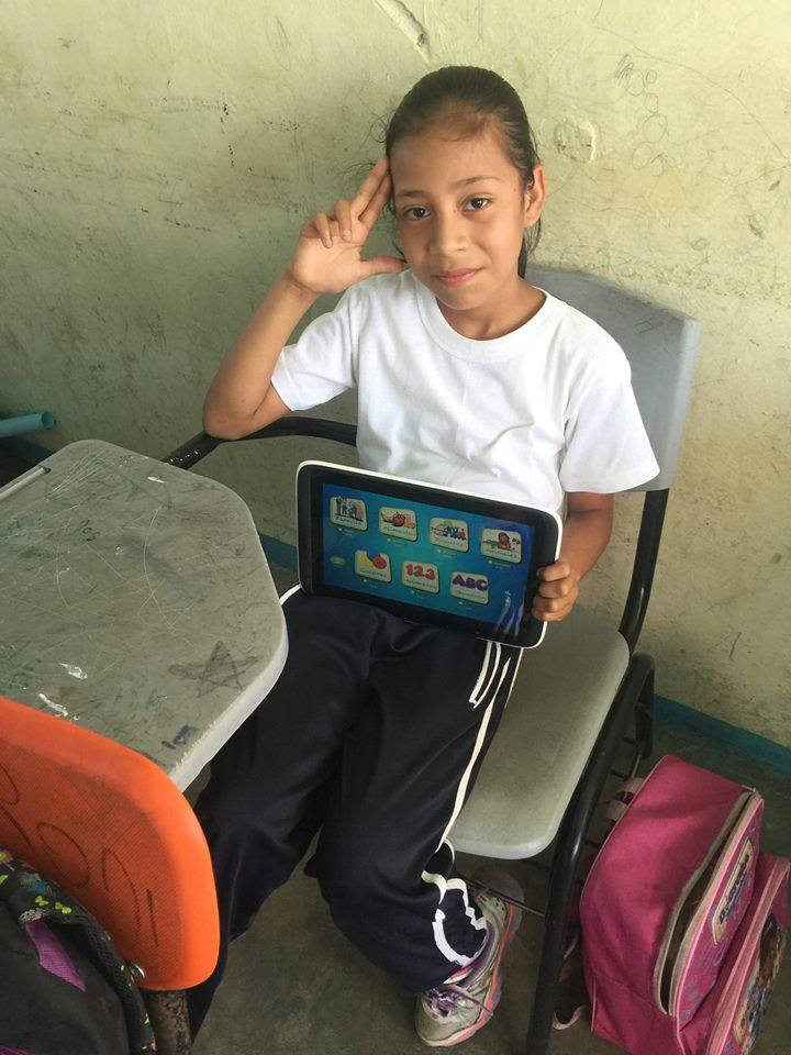 A deaf student in Mexico learns by using the Dilo en Señas app. Photo courtesy of Dilo en Señas.